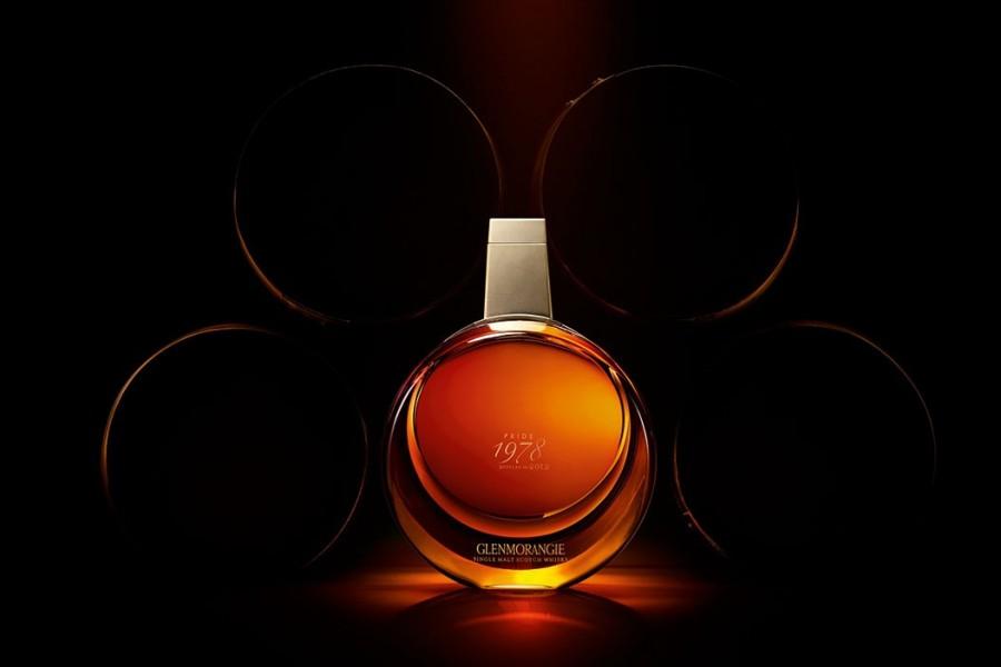 klasyczny smak w nowoczesnym wydaniu - butelka whiskyklasyczny smak w nowoczesnym wydaniu - butelka whisky