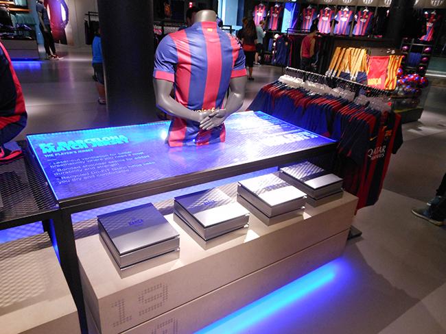 opakowanie limitowanej edycji koszulek fc barcelona